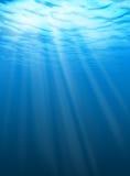 υποβρύχιο ύδωρ κυματώσε&omeg Στοκ Φωτογραφίες