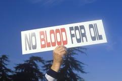 Υπογράψτε το αίμα �No για το oil� στη συνάθροιση ειρήνης, Λος Άντζελες, Καλιφόρνια Στοκ φωτογραφία με δικαίωμα ελεύθερης χρήσης