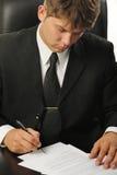 υπογραφή συμβάσεων επιχ&ep Στοκ εικόνες με δικαίωμα ελεύθερης χρήσης