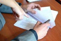 Υπογραφή της σύμβασης Στοκ Φωτογραφία