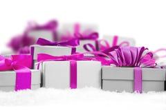 υποκύπτει κιβωτίων το εορταστικό δώρων άσπρο xxxl μεγέθους ομάδας απομονωμένο εικόνα κόκκινο Στοκ φωτογραφίες με δικαίωμα ελεύθερης χρήσης