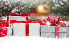 υποκύπτει κιβωτίων το εορταστικό δώρων άσπρο xxxl μεγέθους ομάδας απομονωμένο εικόνα κόκκινο Στοκ Φωτογραφία