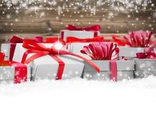 υποκύπτει κιβωτίων το εορταστικό δώρων άσπρο xxxl μεγέθους ομάδας απομονωμένο εικόνα κόκκινο Στοκ φωτογραφία με δικαίωμα ελεύθερης χρήσης