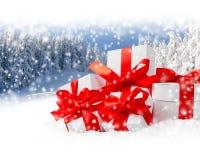 υποκύπτει κιβωτίων το εορταστικό δώρων άσπρο xxxl μεγέθους ομάδας απομονωμένο εικόνα κόκκινο Στοκ εικόνες με δικαίωμα ελεύθερης χρήσης