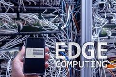 Υπολογισμός ΑΚΡΩΝ, Διαδίκτυο και σύγχρονη έννοια τεχνολογίας στο σύγχρονο υπόβαθρο δωματίων κεντρικών υπολογιστών στοκ εικόνα με δικαίωμα ελεύθερης χρήσης
