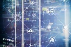 Υπολογισμός και επικοινωνία σύννεφων υποδομής τεχνολογίας Έννοια Διαδικτύου ελεύθερη απεικόνιση δικαιώματος