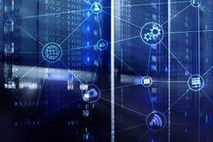 Υπολογισμός και επικοινωνία σύννεφων υποδομής τεχνολογίας Έννοια Διαδικτύου στοκ φωτογραφία με δικαίωμα ελεύθερης χρήσης