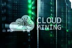 Υπολογισμός σύννεφων, στοιχεία ή cryptocurrency Bitcoin, μεταλλεία Ethereum στο κέντρο δεδομένων Υπόβαθρο δωματίων κεντρικών υπολ στοκ φωτογραφίες