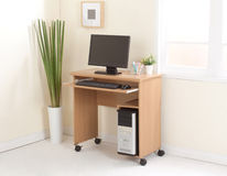 Υπολογιστής γραφείου με την ΚΜΕ στοκ φωτογραφίες με δικαίωμα ελεύθερης χρήσης