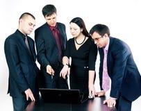υπολογιστής επιχειρηματιών που μιλά πλησίον Στοκ Εικόνα