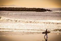 Υπομονή - ηλιοβασίλεμα surfer Στοκ εικόνες με δικαίωμα ελεύθερης χρήσης