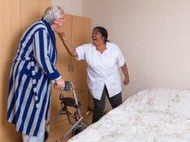 Υπομονετική πάλη νοσοκόμων Στοκ Φωτογραφίες
