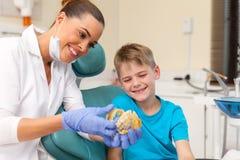 υπομονετικό πρότυπο δοντιών οδοντιάτρων στοκ εικόνες