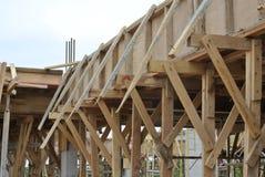 Υποστήριξη ξυλείας για τον εγκιβωτισμό ακτίνων ξυλείας Στοκ εικόνες με δικαίωμα ελεύθερης χρήσης