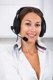 Υποστήριξη πελατών γυναικών χαμόγελου Στοκ εικόνα με δικαίωμα ελεύθερης χρήσης