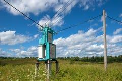 Υποσταθμός μετασχηματιστών ηλεκτρικής ενέργειας που τοποθετείται Στοκ Εικόνες