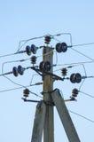 Υποστηρίξεις για τις εναέριες γραμμές μετάδοσης δύναμης Στοκ φωτογραφία με δικαίωμα ελεύθερης χρήσης