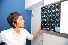 Υπολογισμένη CT τομογραφία της κοιλίας, κύστη στο νεφρό Στοκ φωτογραφία με δικαίωμα ελεύθερης χρήσης