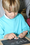 Υπολογισμός αγοριών με τα δάχτυλά του Στοκ εικόνες με δικαίωμα ελεύθερης χρήσης