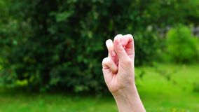 Υπολογισμός χεριών σε πέντε απόθεμα βίντεο