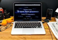 Υπολογιστές της Apple στις πιό πρόσφατες ανακοινώσεις WWDC του υπέρ πυρήνα 18 iMac Στοκ φωτογραφίες με δικαίωμα ελεύθερης χρήσης