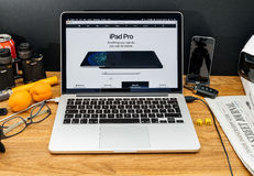 Υπολογιστές της Apple στις πιό πρόσφατες ανακοινώσεις WWDC του ipad υπέρ και App Στοκ φωτογραφία με δικαίωμα ελεύθερης χρήσης