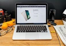 Υπολογιστές της Apple στις πιό πρόσφατες ανακοινώσεις WWDC των υπέρ αγορών ipad Στοκ φωτογραφία με δικαίωμα ελεύθερης χρήσης