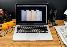 Υπολογιστές της Apple στις πιό πρόσφατες ανακοινώσεις WWDC των υπέρ χρωμάτων ipad Στοκ φωτογραφίες με δικαίωμα ελεύθερης χρήσης