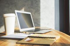 Υπολογιστής γραφείου γραφείων με το lap-top Στοκ εικόνες με δικαίωμα ελεύθερης χρήσης