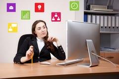 υπολογιστής επιχειρηματιών αυτή που εργάζεται Στοκ Εικόνα