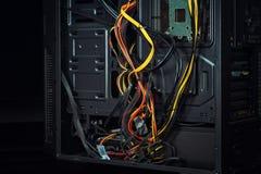Υπολογιστής: Κακή διαχείριση καλωδίων Στοκ Εικόνες