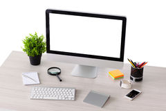 Υπολογιστής με τις απομονωμένες στάσεις οθόνης στον πίνακα στοκ φωτογραφίες