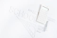 Υπολογιστής με τους κυβερνήτες και stapler με το πρότυπο πυξίδων Στοκ εικόνα με δικαίωμα ελεύθερης χρήσης