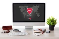 Υπολογιστής με app vpn την προστασία πρωτοκόλλων Διαδικτύου δημιουργιών καθαρή Στοκ φωτογραφίες με δικαίωμα ελεύθερης χρήσης