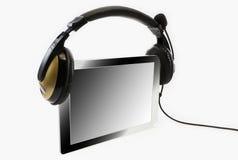 Υπολογιστής ταμπλετών με τα ακουστικά Στοκ φωτογραφίες με δικαίωμα ελεύθερης χρήσης
