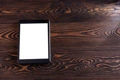 Υπολογιστής ταμπλετών στους παλαιούς ξύλινους πίνακες Άσπρη οθόνη Στοκ Εικόνες