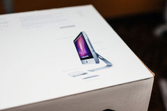 Υπολογιστής της Apple iMac στο κιβώτιο παραδοθε'ν Στοκ φωτογραφία με δικαίωμα ελεύθερης χρήσης
