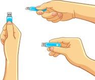 Υπολογιστής - χέρι που κρατά ένα Drive λάμψης USB απεικόνιση αποθεμάτων