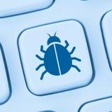 Υπολογιστών ιών τρωικός δικτύων σε απευθείας σύνδεση Ιστός Διαδικτύου ασφάλειας μπλε Στοκ φωτογραφία με δικαίωμα ελεύθερης χρήσης