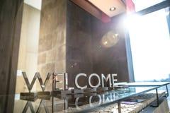 Υποδοχή ξενοδοχείων με τα σημάδια στα αγγλικά Στοκ φωτογραφίες με δικαίωμα ελεύθερης χρήσης