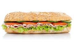 Υπο- σάντουιτς με το πλευρικό isolat baguette σιταριού σιταριών ζαμπόν ολόκληρο στοκ εικόνα
