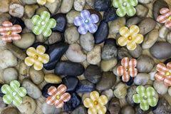 Υπόβαθρο άνοιξης με τις πέτρες, τους βράχους κήπων και το καρό countr Στοκ φωτογραφία με δικαίωμα ελεύθερης χρήσης