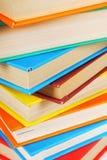 Υπόβαθρο από τα πολύχρωμα βιβλία Στοκ Εικόνες