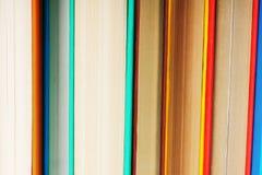 Υπόβαθρο από τα πολύχρωμα βιβλία Στοκ φωτογραφίες με δικαίωμα ελεύθερης χρήσης