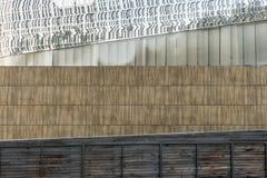 Υπόβαθρο από τον τοίχο οικοδόμησης, ευθείες γραμμές, γεωμετρικά Στοκ Εικόνες