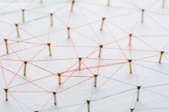 Υπόβαθρο Αφηρημένη έννοια του δικτύου, κοινωνικά μέσα, Διαδίκτυο, ομαδική εργασία, επικοινωνία Καρφιά που συνδέονται κοντά στοκ φωτογραφία με δικαίωμα ελεύθερης χρήσης