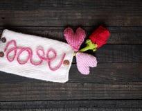 Υπόβαθρο βαλεντίνων, καρδιά, ημέρα βαλεντίνων, δώρο, χειροποίητο Στοκ Φωτογραφίες