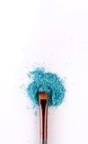 Υπόβαθρο βουρτσών Makeup με τη σκιά ματιών που ψεκάζεται στο λευκό Στοκ Εικόνες