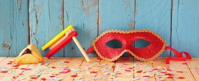 Υπόβαθρο εμβλημάτων ιστοχώρου της έννοιας εορτασμού Purim (εβραϊκές διακοπές καρναβαλιού) Εκλεκτική εστίαση Τρύγος που φιλτράρετα Στοκ Εικόνες