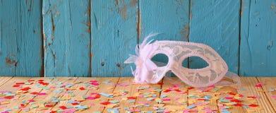 Υπόβαθρο εμβλημάτων ιστοχώρου της ενετικής μάσκας μεταμφιέσεων Εκλεκτική εστίαση Τρύγος που φιλτράρεται Στοκ Εικόνες